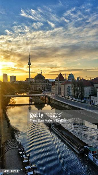 high angle view of barge sailing in spree river at sunset - spree river stock pictures, royalty-free photos & images
