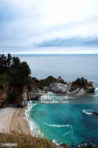 high angle view of bay against sky - mcway falls stock pictures, royalty-free photos & images