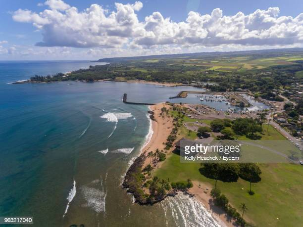 high angle view of beach against sky - haleiwa - fotografias e filmes do acervo