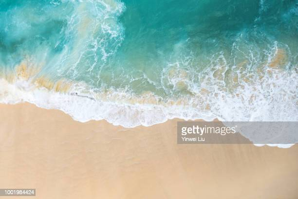 high angle view of beach - mar - fotografias e filmes do acervo