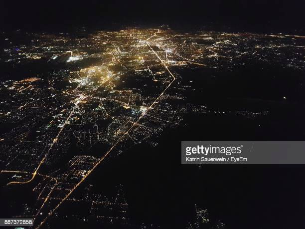 high angle view of berlin at night - licht stock-fotos und bilder