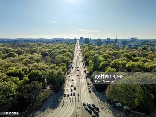 high angle view of berlin shot from victory column in tiergarten - alles hinter sich lassen stock-fotos und bilder