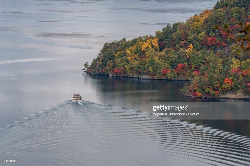 High Angle View Of Boat Cruising In Lake : Stock Photo