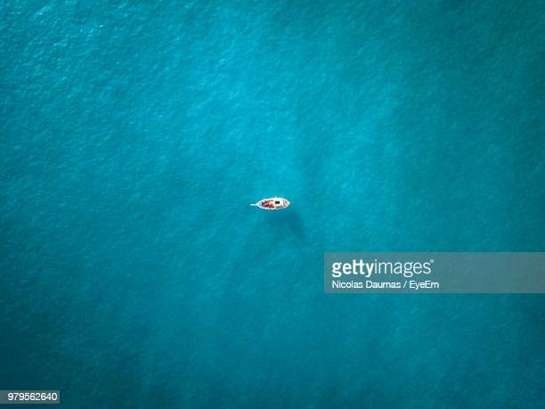 high angle view of boat on sea - ruhe stock-fotos und bilder