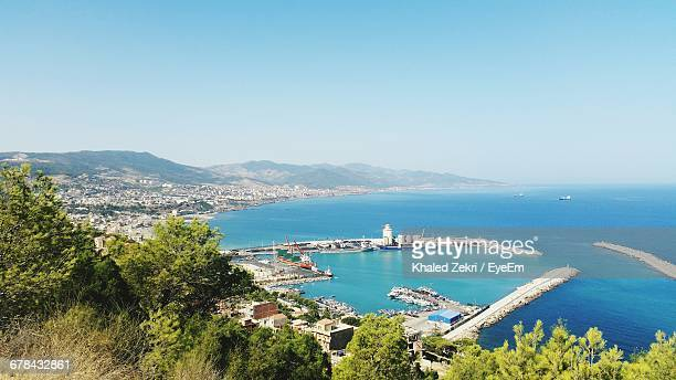 high angle view of boats in harbor - alger photos et images de collection