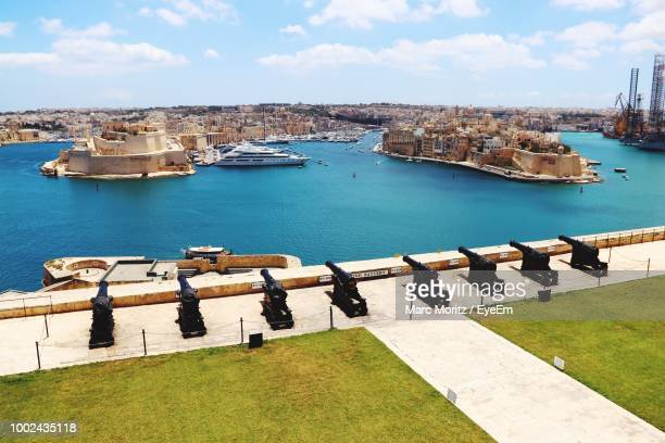 high angle view of boats in sea against buildings - バレッタ ストックフォトと画像