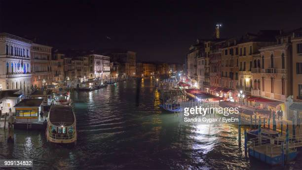 high angle view of boats moored in canal at night - sandra gygax stock-fotos und bilder