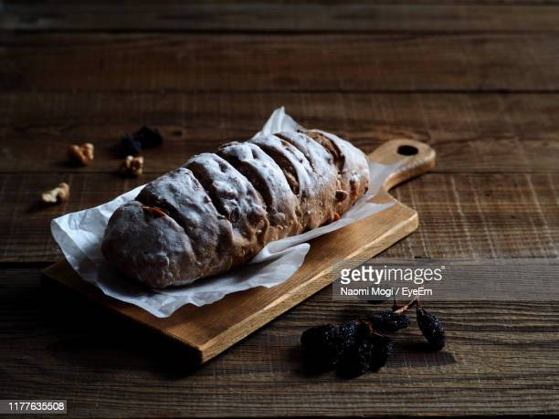 high angle view of bread on cutting board - naomi mogi ストックフォトと画像