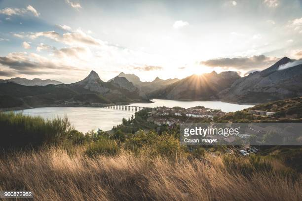 high angle view of bridge over river by mountains against sky - león province spain stock pictures, royalty-free photos & images