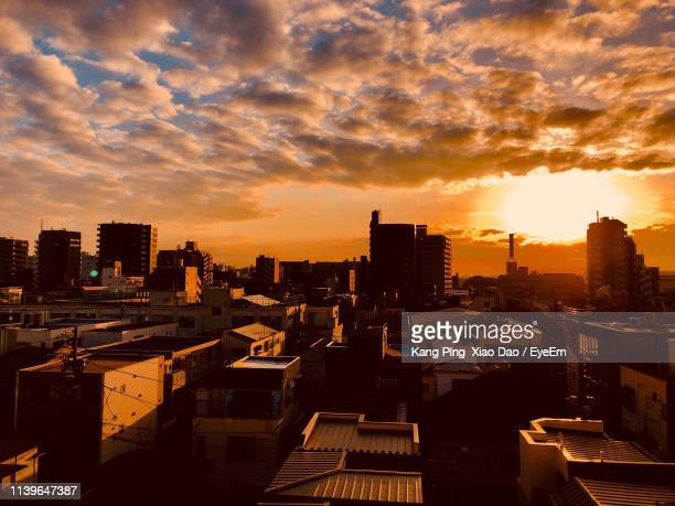 high angle view of buildings against sky during sunset - ロマンチックな空 ストックフォトと画像