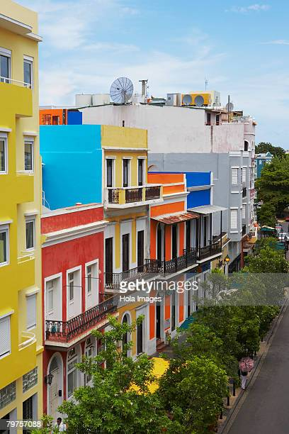 high angle view of buildings along a road, old san juan, san juan, puerto rico - viejo san juan fotografías e imágenes de stock