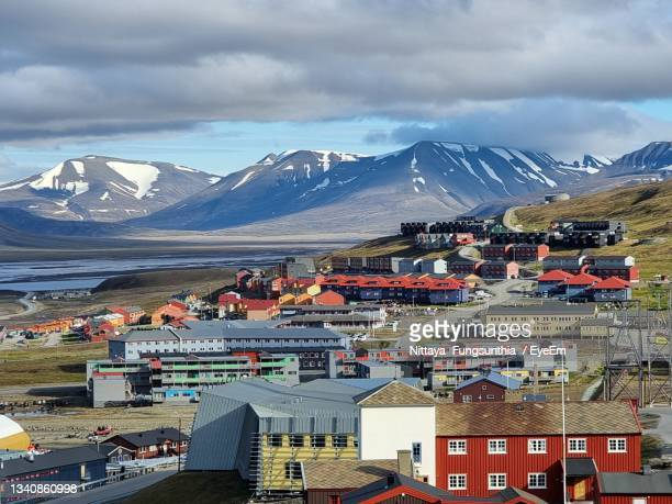 high angle view of buildings and mountains against sky - svalbard and jan mayen stock pictures, royalty-free photos & images