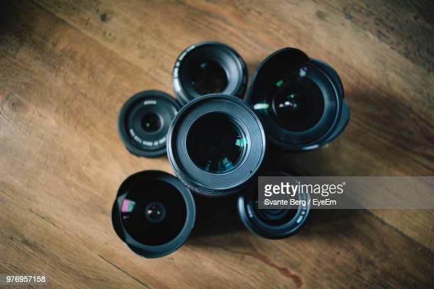 high angle view of camera on table - fotografische themen stock-fotos und bilder
