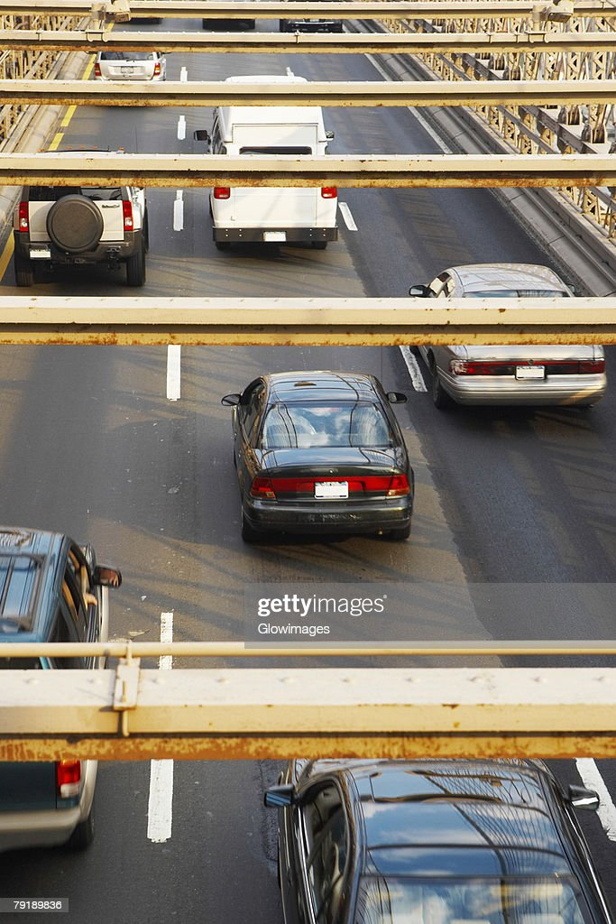 High angle view of cars moving on a road, Brooklyn Bridge, New York City, New York State, USA : Foto de stock