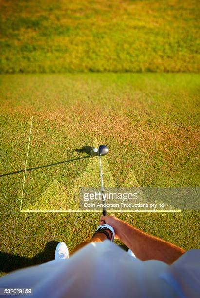 high angle view of caucasian golfer holding club at ball over graph - alleen seniore mannen stockfoto's en -beelden