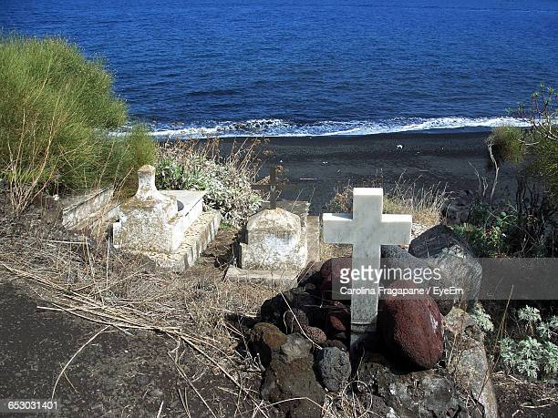 high angle view of cemetery at beach - carolina fragapane stock pictures, royalty-free photos & images