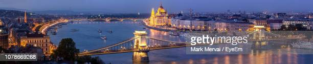 high angle view of chain bridge over danube river at night - budapest stock pictures, royalty-free photos & images