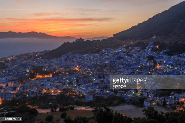 high angle view of chefchaouen at dusk - chefchaouen photos et images de collection