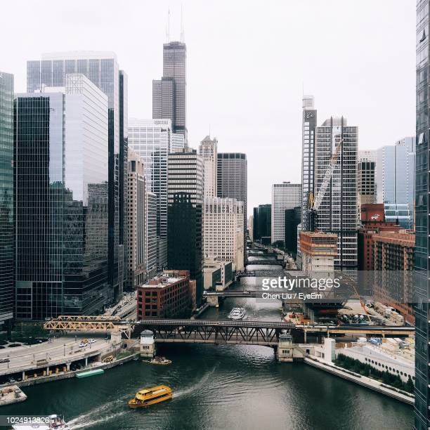 high angle view of chicago river - chicago river stock pictures, royalty-free photos & images