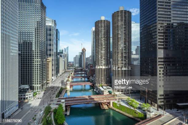high angle view of chicago river - chicago illinois - fotografias e filmes do acervo