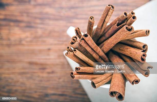 high angle view of cinnamons in cup on table - canelo fotografías e imágenes de stock
