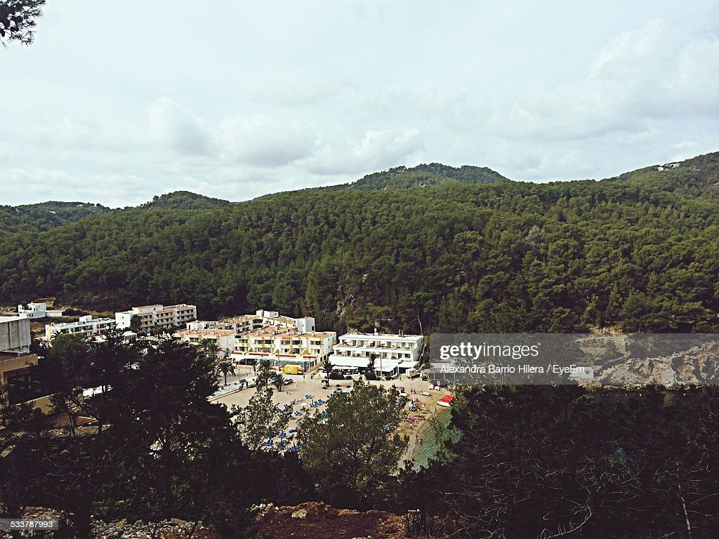 High Angle View Of City Against Mountains : Foto stock