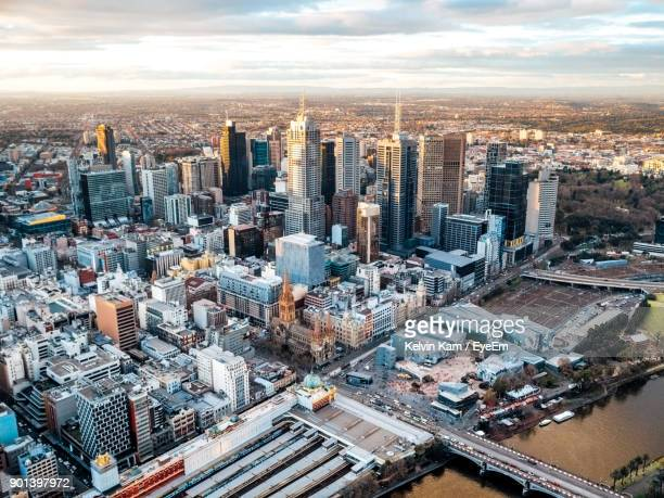 high angle view of cityscape against sky during sunset - melbourne austrália - fotografias e filmes do acervo