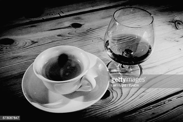 high angle view of coffee with alcohol served on table - koffie drank stockfoto's en -beelden