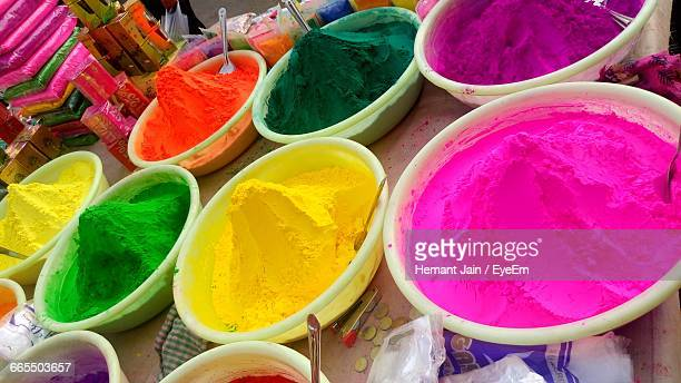 high angle view of colorful powder paints in containers at market for sale - mumbai stock-fotos und bilder
