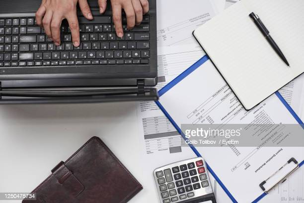 high angle view of computer keyboard on table - tariff stock pictures, royalty-free photos & images