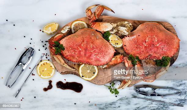 high angle view of crab served on tray - krabben meeresfrüchte stock-fotos und bilder