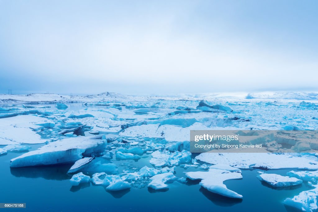 High angle view of cracked blue icebergs in glacier lake at Jökulsárlón, Iceland. : ストックフォト