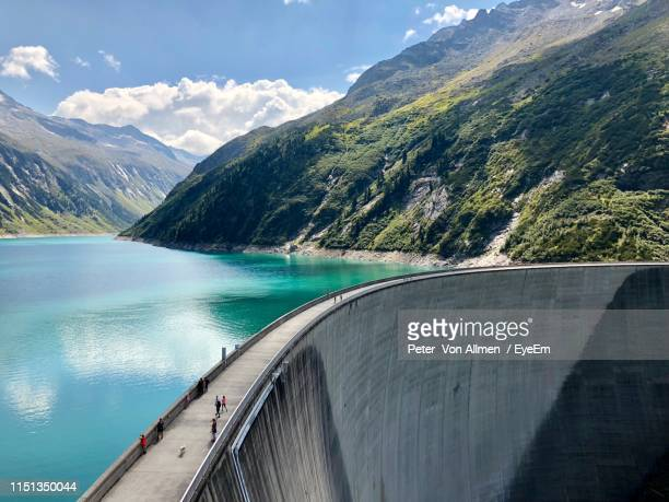 high angle view of dam against mountains - dam stock pictures, royalty-free photos & images