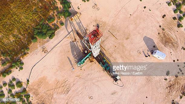 high angle view of drilling rigs on oil field - ölindustrie stock-fotos und bilder
