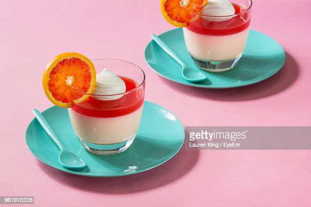 high angle view of drinks on pink background - nagerecht stockfoto's en -beelden