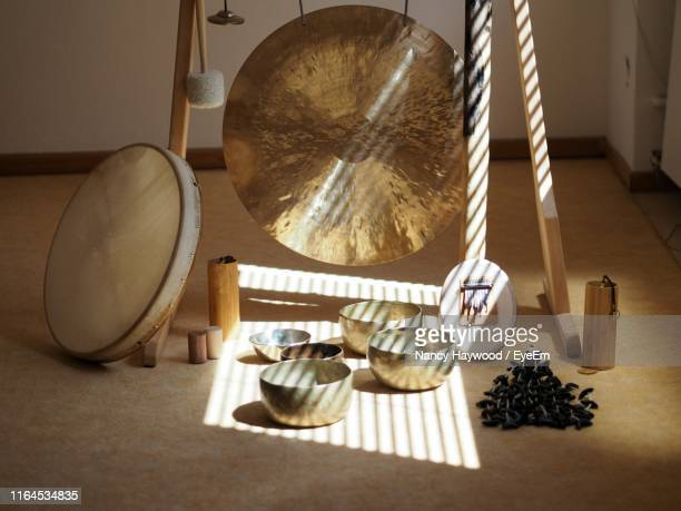 high angle view of empty bowls by gong on floor - gong stock pictures, royalty-free photos & images