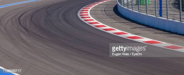 high angle view of empty road - motor racing track stock pictures, royalty-free photos & images