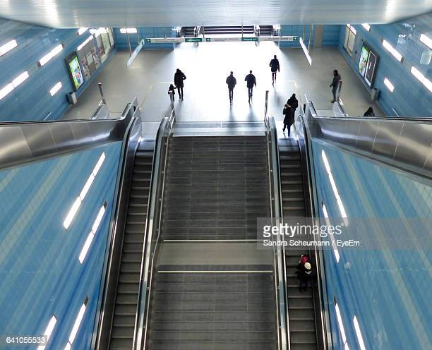 high angle view of escalators and steps in railroad station building - bahnhof stock-fotos und bilder