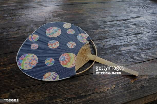 high angle view of folding fan on wooden table - tomiko inoi ストックフォトと画像