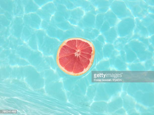high angle view of fruit floating on swimming pool - azul turquesa fotografías e imágenes de stock