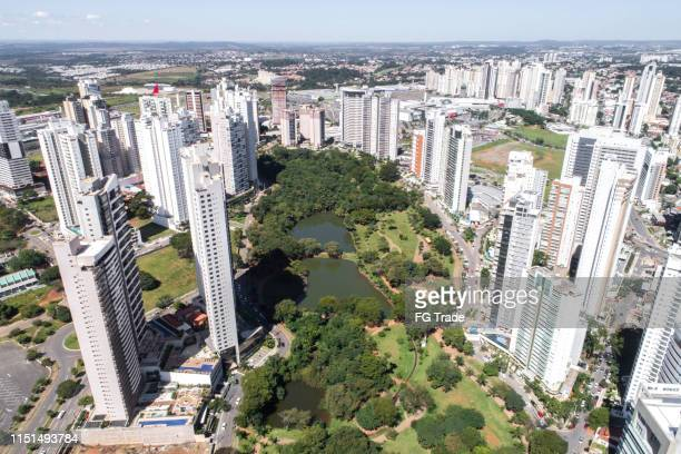 high angle view of goiânia (go), showing flamboyant park - goiania stock pictures, royalty-free photos & images