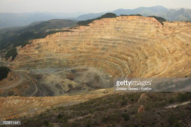 high angle view of gold mine - bortes stockfoto's en -beelden
