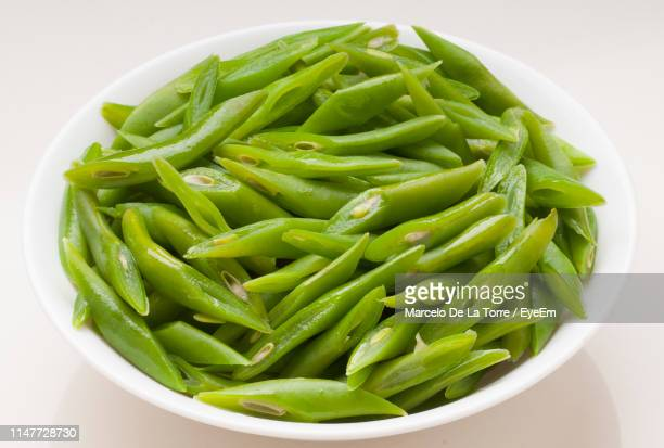high angle view of green beans in bowl on table - green bean stock pictures, royalty-free photos & images