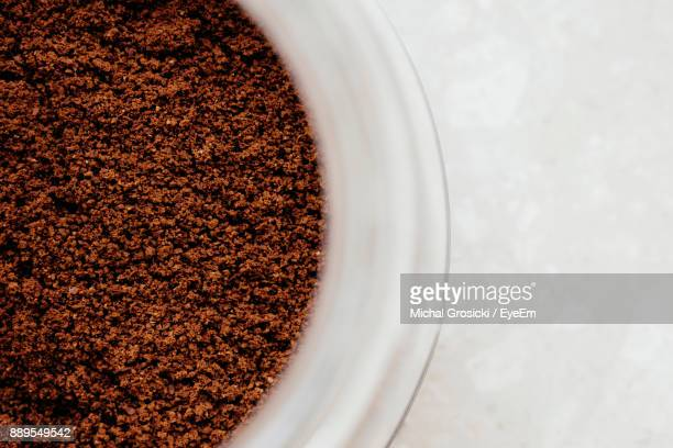 high angle view of grounded coffee beans in bowl - café moulu photos et images de collection