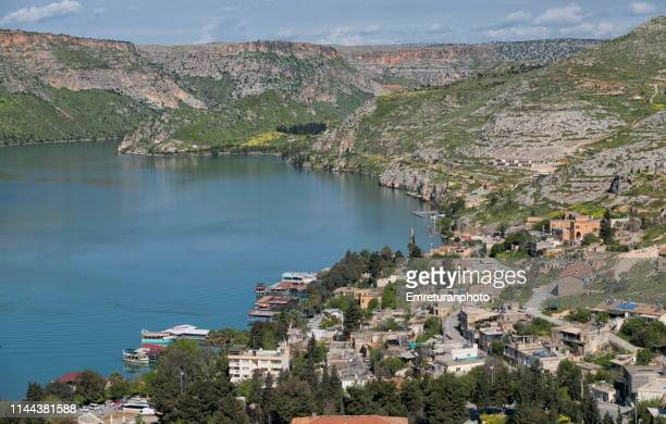 high angle view of halfeti town on birecik dam reservoir in şanlıurfa province. - şanlıurfa stock pictures, royalty-free photos & images