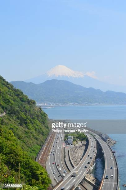 high angle view of highway by mountains against sky - tokai region stock pictures, royalty-free photos & images