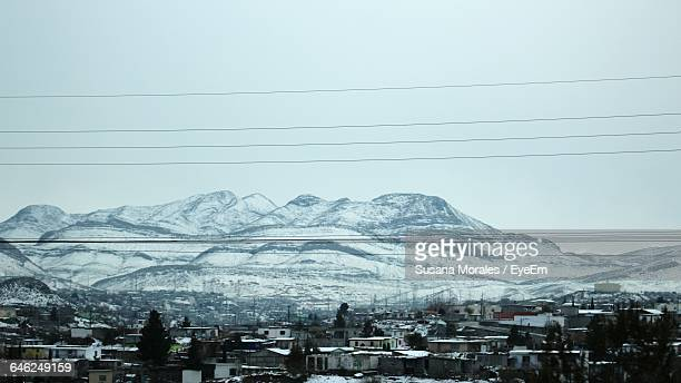 high angle view of houses against snowcapped mountains during winter - メキシコ北部 ストックフォトと画像