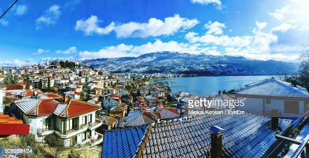 high angle view of houses and mountains against sky - macedonië land stockfoto's en -beelden