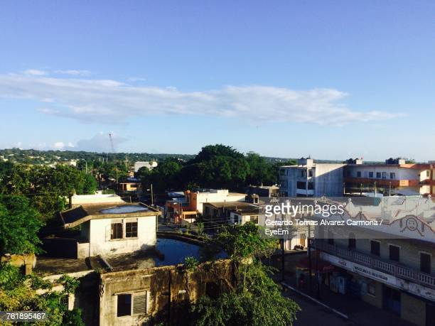 high angle view of houses and trees against sky - タマウリパス州 ストックフォトと画像
