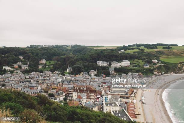 high angle view of houses in town against clear sky - bortes stockfoto's en -beelden